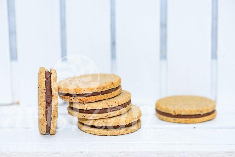 Biscuiți cu nucă, ciocolată și zmeură