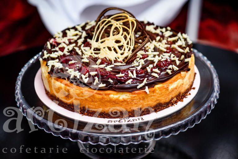 Cheesecake cu vanilie și topping de vișine si ciocolata