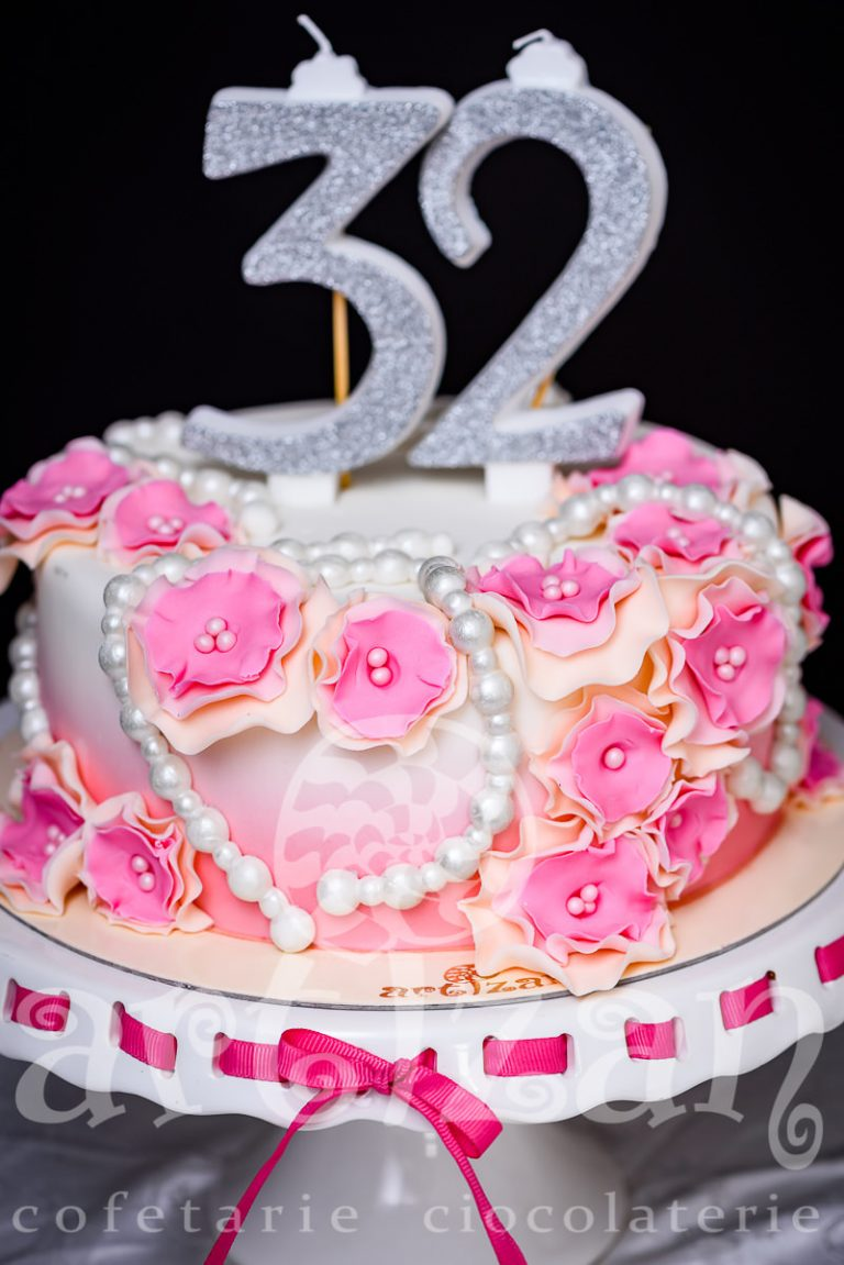 "Tort Aniversar ""32"" 1"