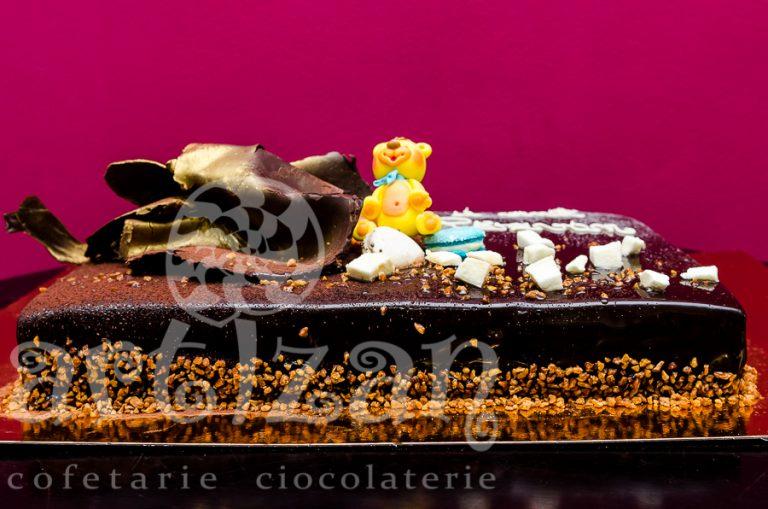 Tort de ciocolata pentru botez 1