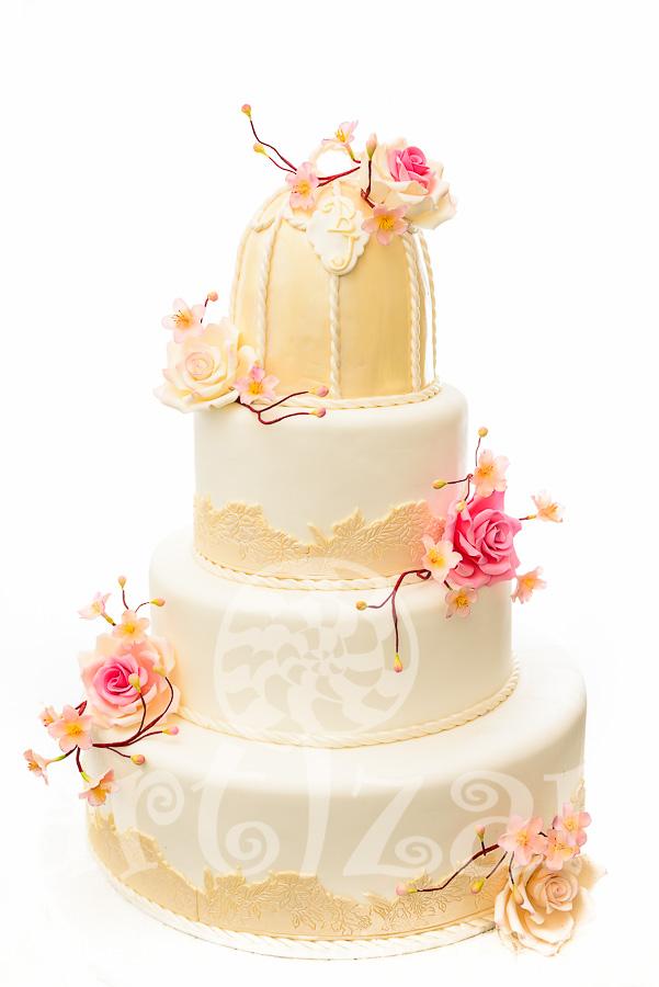Tort de nunta cu trandafiri