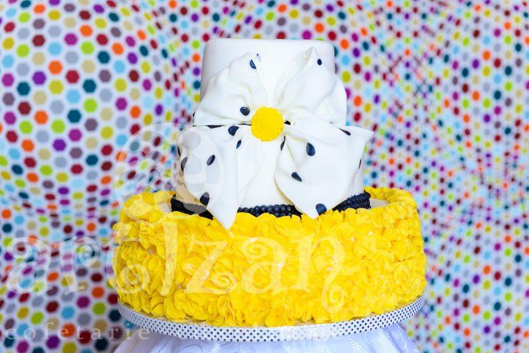 "Tort de nunta ""Yellow Truffle"""
