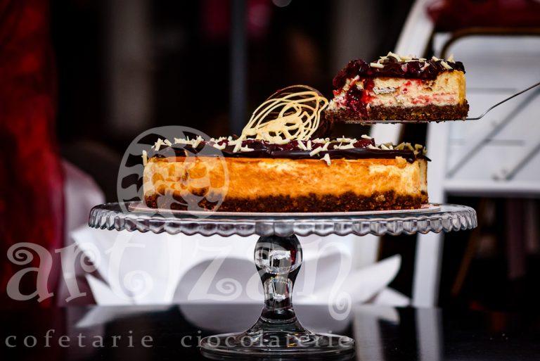 Cheesecake cu vanilie și topping de vișine si ciocolata 1
